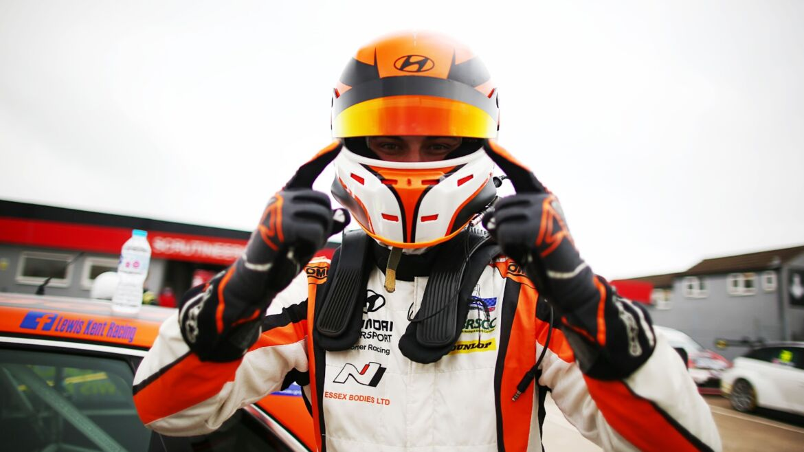 Lewis Kent Edges Henry Neal for Pole to Set up Title Showdown