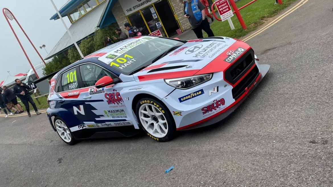 Hart Leads Foggy Free Practice at Castle Combe