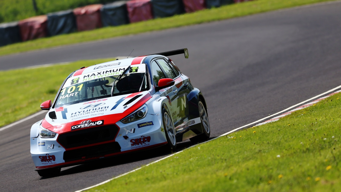 Hart Heads Qualifying to deny Constable Maiden Pole