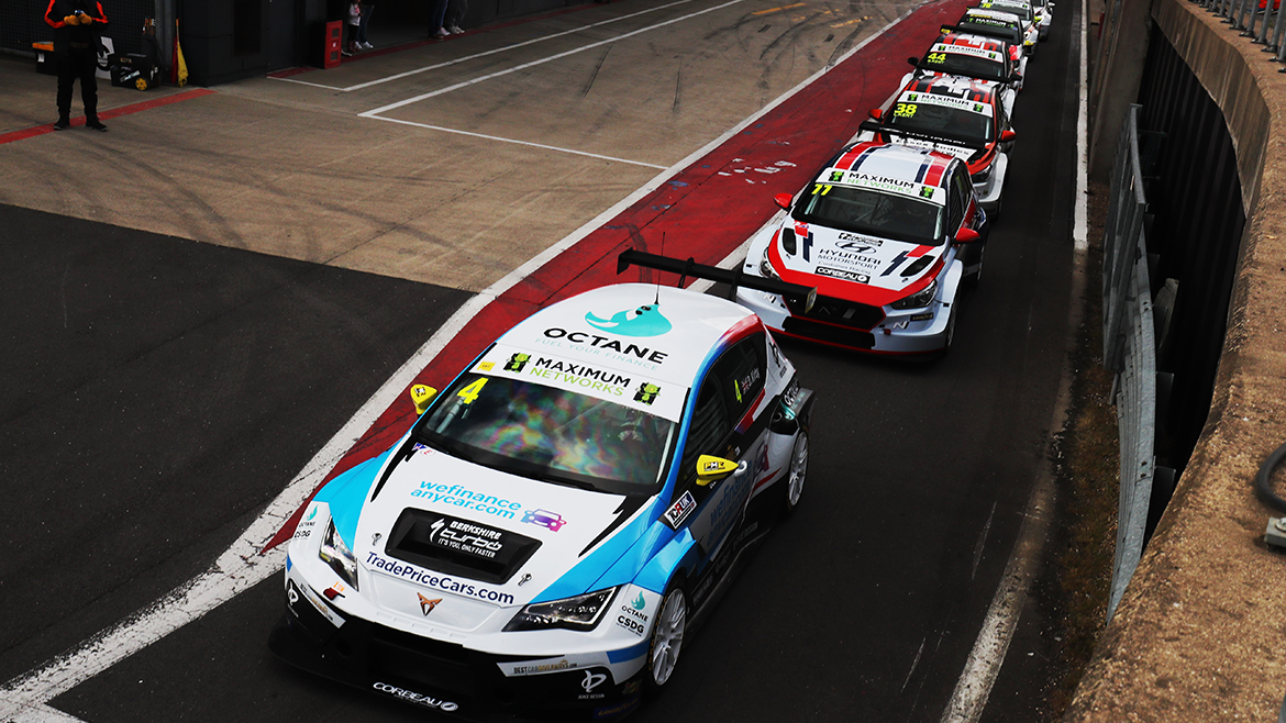 Bank Holiday Bonanza for TCT / TCR UK at Castle Combe